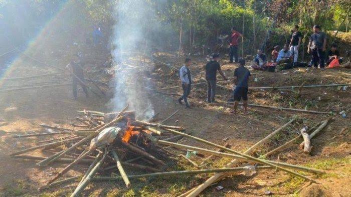8 Orang Ditangkap Saat Penggerebekan Judi Sabung Ayam di Desa Ilan Batu Luwu