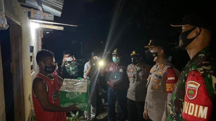 Patroli Skala Besar, TNI-Polri Bersama Ormas Enrekang Imbau Prokes dan Salurkan Bansos