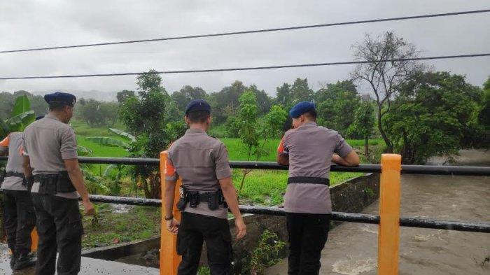 Musim Hujan, Brimob Parepare Pantau Daerah Rawan Banjir