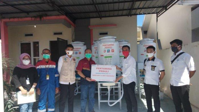 Pertamina Serahkan 12 Unit Wastafel Portable ke Kecamatan Soreang Parepare
