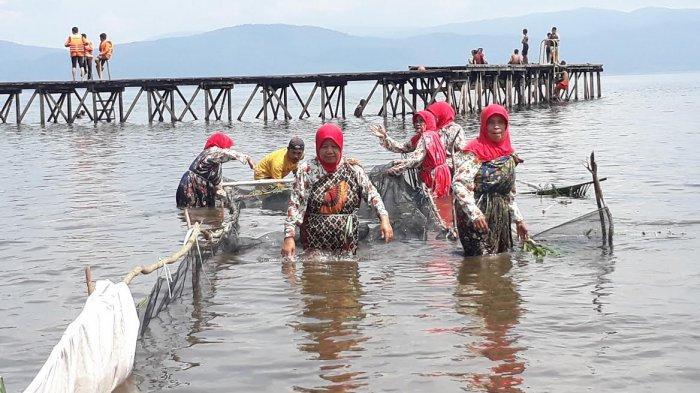 peserta-lomba-meopudi-menangkap-ikan.jpg
