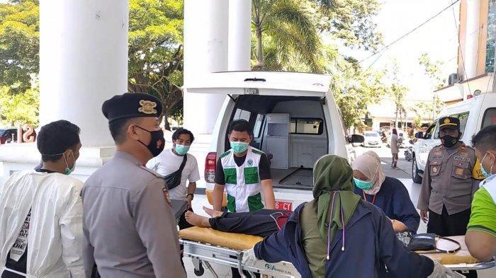 Usai Disuntik Vaksin, Seorang Guru di Polman Dilarikan ke Rumah Sakit