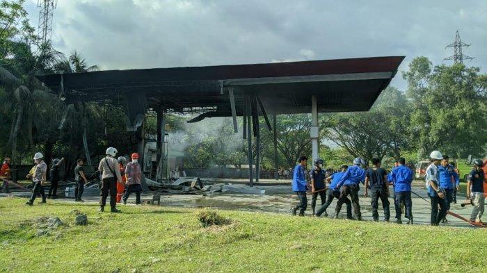 Damkar Pangkep Turunkan Dua Mobil Padamkan Api di SPBU Bungoro