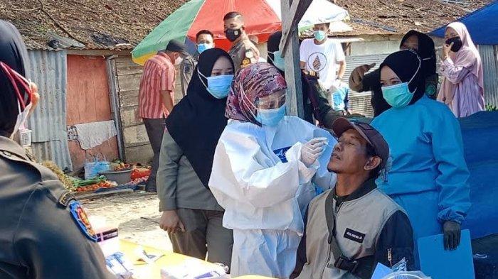 Tidak Pakai Masker, 11 Pengunjung Pasar Wotu Luwu Timur Diswab Antigen