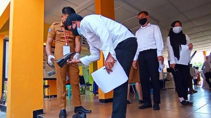 Cegah Kecurangan, Sepatu Peserta SKD CPNS Tana Toraja Diperiksa Petugas