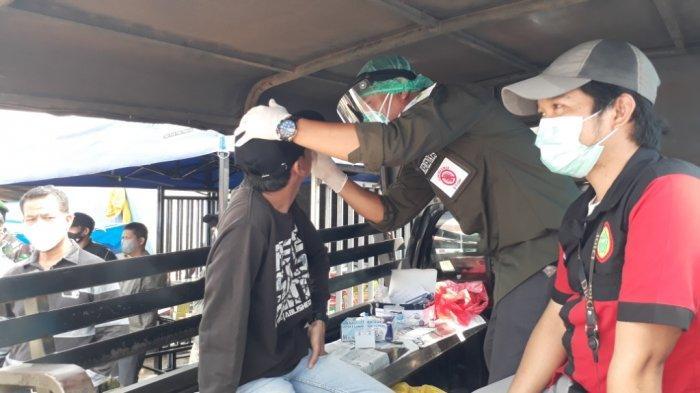 Tim Prokes Covid-19 Luwu Timur Swab Antigen Warga yang Bandel di Pasar Wasuponda