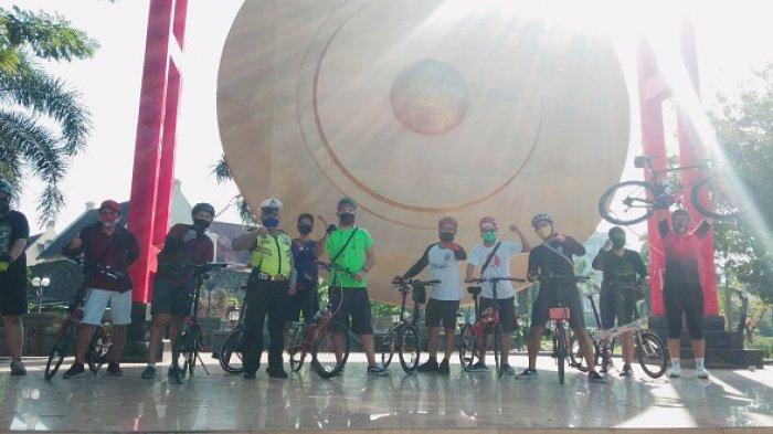 Weekend, Komunitas Gowes Phoenam Manfaatkan Gong 'Raksasa' SMK Jadi Spot Foto