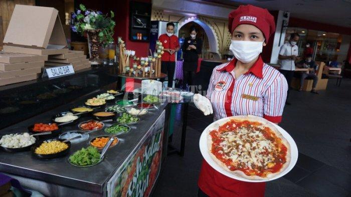 FOTO: Swiss-Belinn Panakkukang Hadirkan All You Can Eat 'PIZZA BUFFET' - pizza-live-di-swiss-belinn-1.jpg