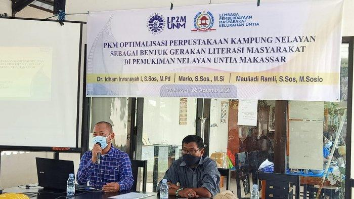 Dipimpin Kaprodi Sosiologi, PKM UNM Latih Pengelolaan Perpustakaan di Kampung Nelayan Untia