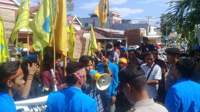 Dari Polda Sulbar, Kader PMII Lanjut Demo di Kejari Mamuju