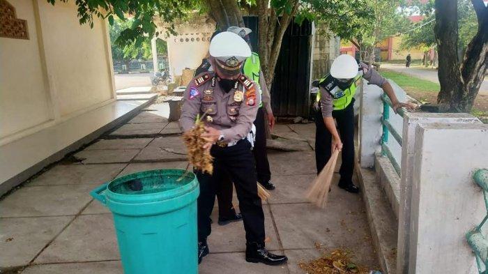 Sambut HUT Polantas ke 66 Tahun, Polantas Jeneponto Bersih-Bersih Masjid Agung