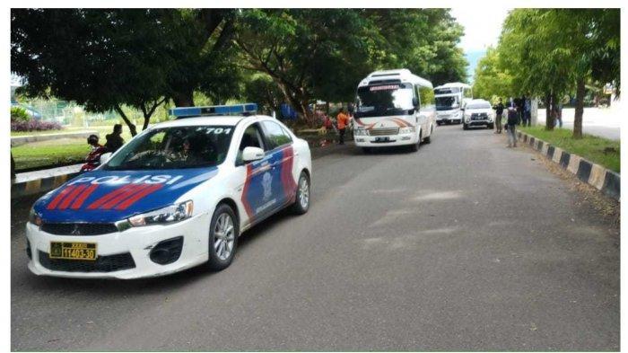 Personel Polres Polman Kawal 31 Tenaga Medis dari Jakarta Utara Menuju Mamuju