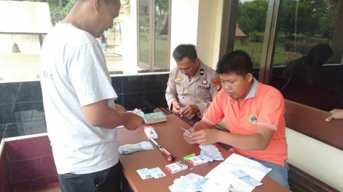 Izin Ambil STNK Malah Kabur, Polisi Temukan Uang Palsu Rp 5,6 Juta di Jok Motor