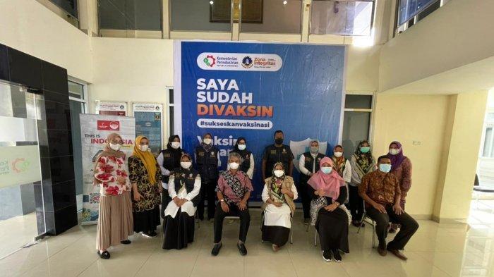 Pegawai Politeknik ATI Makassar Terima Vaksin Covid-19 Tahap 2