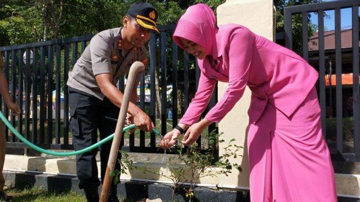 Penghijauan, Polres dan DLH Enrekang Kerjasama Tanam 100 Pohon