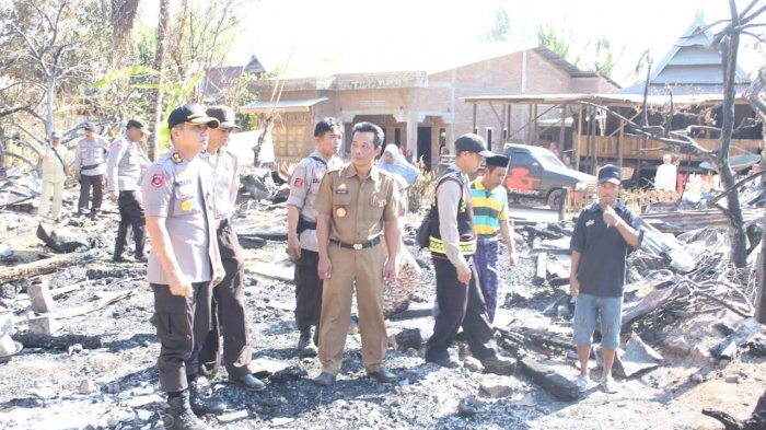 Kapolres Gowa Bantu Korban Kebakaran di Biringbulu