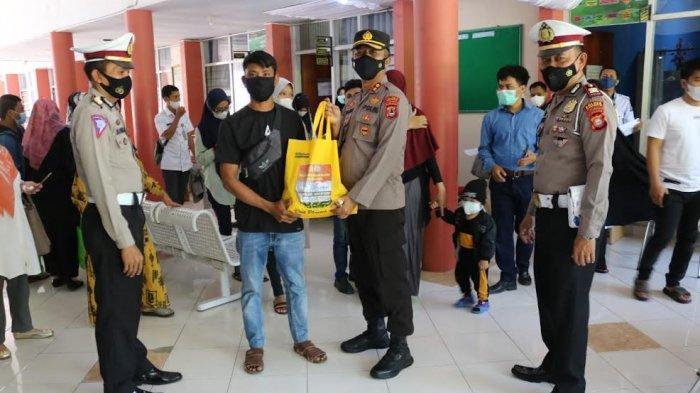 Pandemi Covid-19, 200 Warga Dapat Bantuan Sembako dari Polres Jeneponto