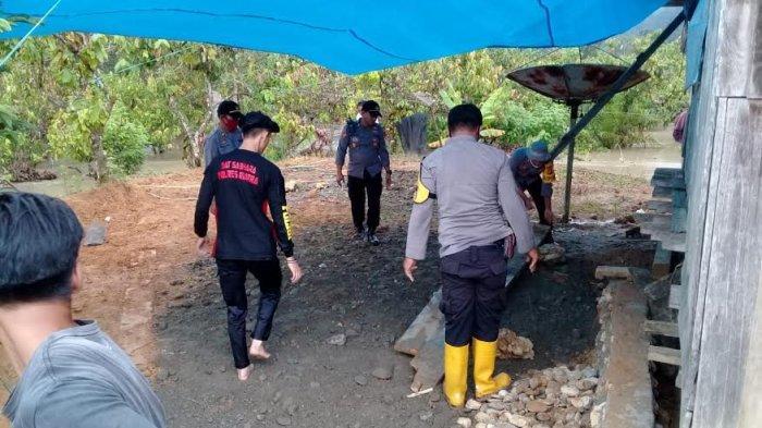 Pengungsi Banjir Luapan Sungai Lariang Pasangkayu Dibangunkan Dapur Umum