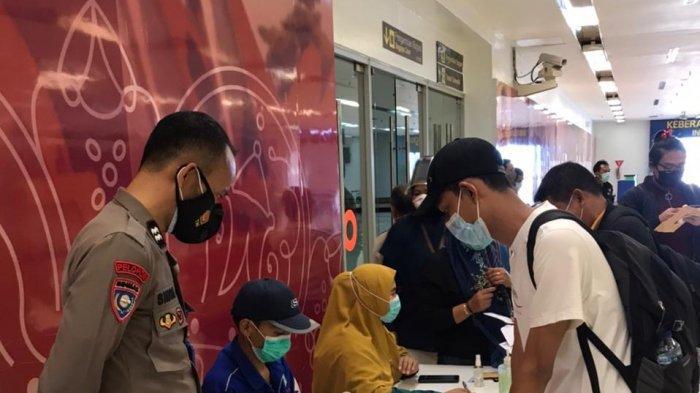 Arus Balik Lebaran, Polres Maros Kawal Kegiatan Swab Antigen di Bandara Sultan Hasanuddin