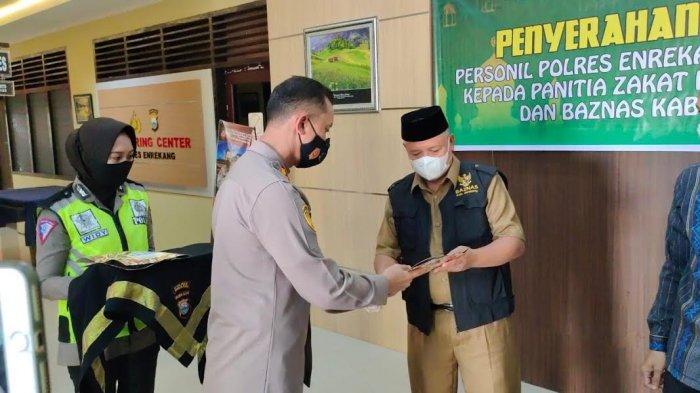 Personel Polres Enrekang Bayar Zakat di Baznas Senilai Rp 21,9 Juta