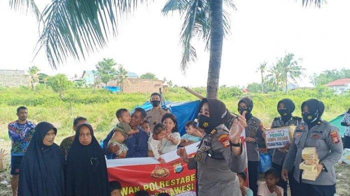 Polwan Polrestabes Makassar Hibur Anak-anak Pengungsi Gempa Sulbar
