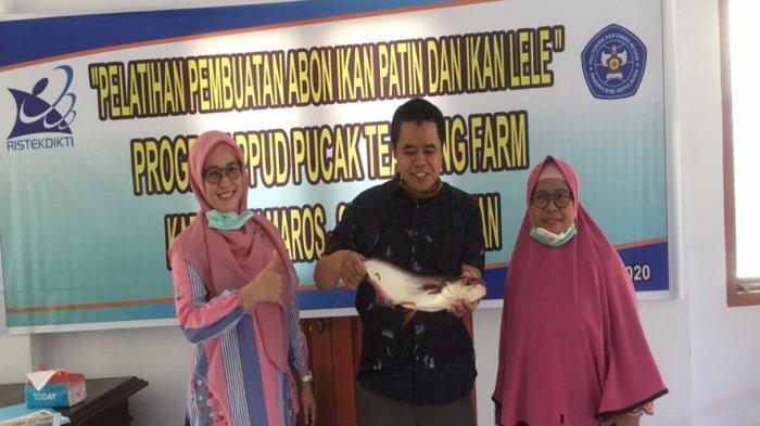 Tim PPUD Politani Pangkep Produksi Abon Ikan Patin & Ikan Lele untuk Pengunjung Wisata Pucak Maros