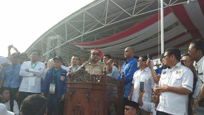 Prabowo Subianto di Lapangan Karebosi Makassar, Sulsel, Minggu (23/3/2019).