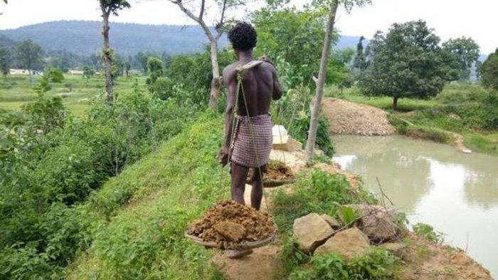 Dipandang Remeh hingga Disebut Gila, Pria ini Justru Jadi Penyelamat Desa, Buah 27 Tahun Gali Tanah