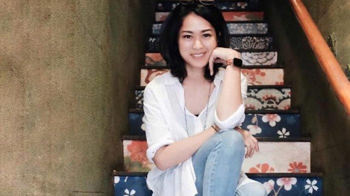 TRIBUNWIKI: Jadi Acting Coach untuk Suami, Berikut Profil dan Perjalanan Karier Prisia Nasution