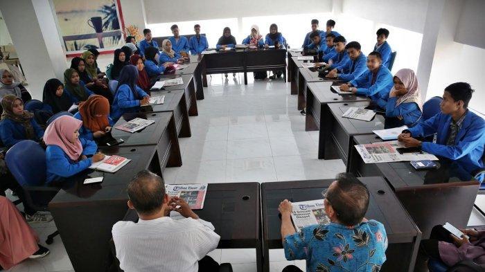 FOTO: Kuliah Lapangan Prodi Ilmu Administrasi Negara Unismuh di Tribun Timur
