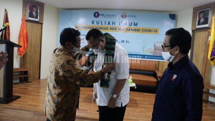 FOTO; Rektor IPB Bawakan Kuliah Umum di Unibos - prof-dr-arif-satria-membawakan-kuliah-umum-du-universitas-bosowa-unibos-3.jpg
