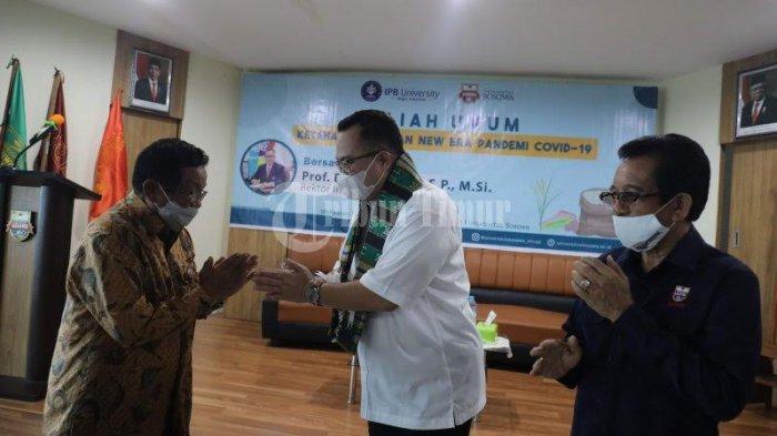 FOTO; Rektor IPB Bawakan Kuliah Umum di Unibos - prof-dr-arif-satria-membawakan-kuliah-umum-du-universitas-bosowa-unibos-4.jpg