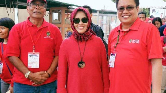 Pengurus Ika Unhas Sapri Pamulu (kanan) bersama Rektor Unhas Prof Dwia Aries Tina Pulubuhu dan Prof Dr Radi A Gany (alm)