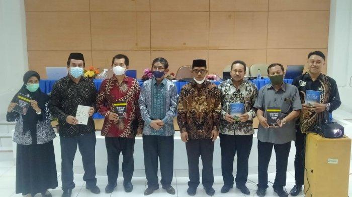 Bawakan Materi di FAH UIN, Prof Hamdar Arraiyyah Bahas Peluang & Tantangan Mahasiswa di Era Digital