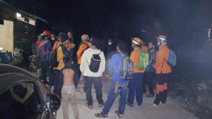 Proses pencarian pendaki hilang di Gunung Abbo, Minggu (7/6/2021)
