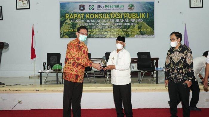 95,69 Persen Warga Tercover JKN-KIS, Pemkab Enrekang Raih Penghargaan UHC dari BPJS Kesehatan