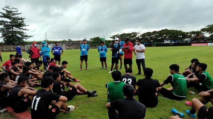 PSM Makassar gelar latihan di lapangan Bosowa Sport Centre, Jl Teuku Umar, Kecamatan Tallo, Makassar, Selasa (9/3/2021) sore.