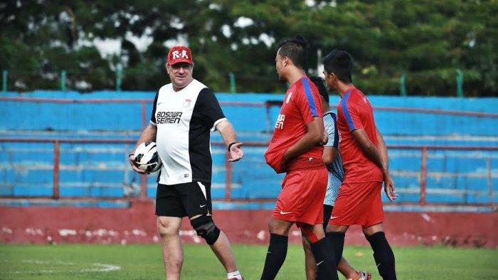Robert Waspadai Lini Depan Borneo FC