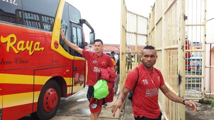 Pemain PSM Makassar Tiba di Stadion Segiri