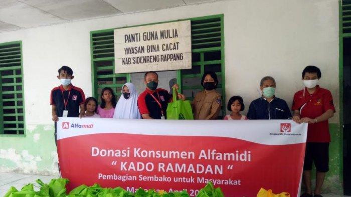 Alfamidi Salurkan 1.000 Paket Sembako dari Donasi Konsumendi 12 Kabupaten