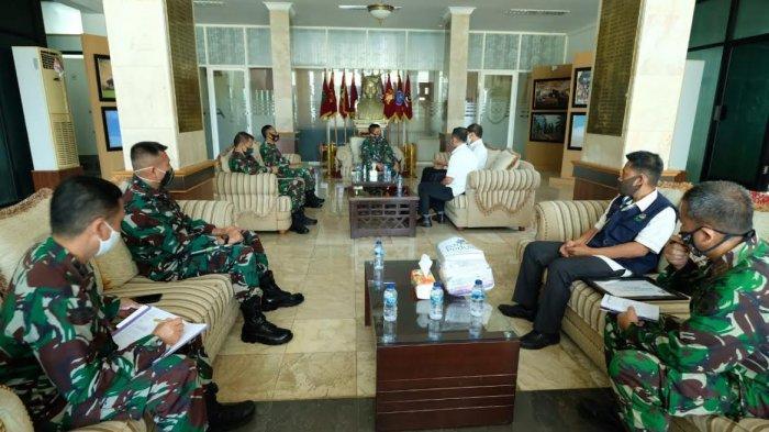 PLN Serahkan 100 Paket APD ke Rumah Sakit Pelamonia Makassar