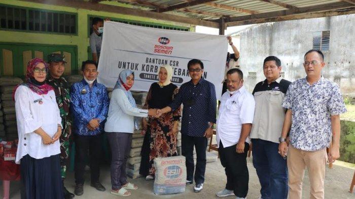 Bosowa Salurkan Bantuan 500 Sak Semen ke Korban Kebakaran di Kessie Barru