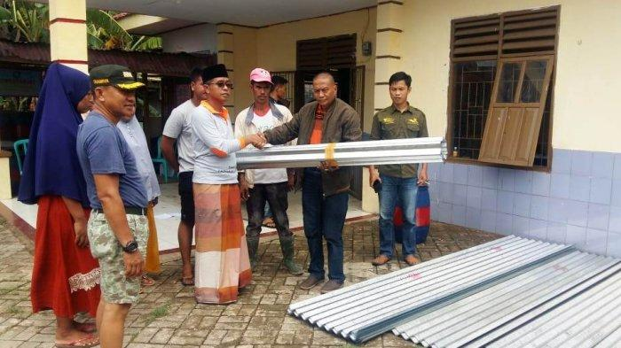 PT Semen Tonasa Serahkan Bantuan untuk Korban Bencana Angin Puting Beliung di Desa Bulu Cindea - pt-semen-tonasa-menyerahkan-bantuan-kepada-korban-bencana-angin-puting-beliung-1.jpg