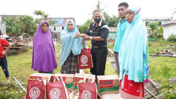 PT Semen Tonasa Salurkan Bantuan ke Korban Angin Puting Beliung di Balla Jaiyya Pangkep
