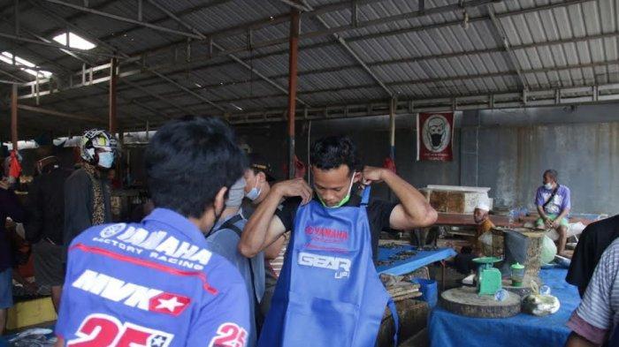 PT SJAM Bagi 1.000 Celemek ke Pedagang Pasar