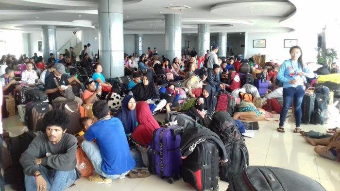Kapal Rusak, Pemudik Asal Flores Terlantar Lebih 24 Jam di Pelabuhan Makassar
