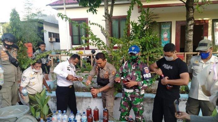 Satpol PP Bulukumba Musnahkan Puluhan Botol Ballo dan Miras Kemasan