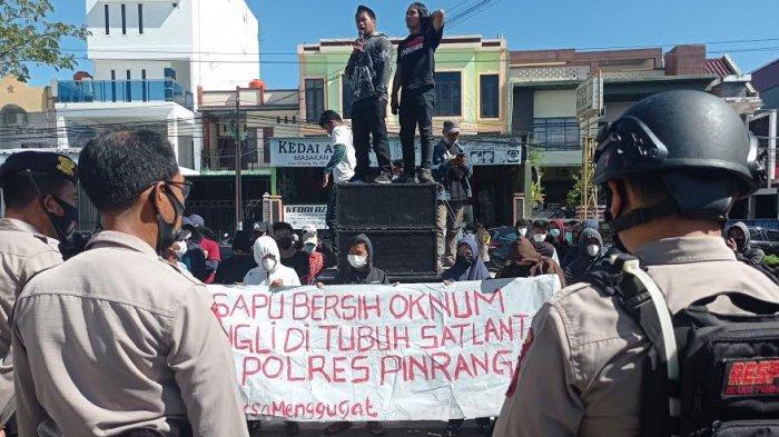 Dugaan Pungli, AKP Dharmawaty Didemo Mahasiswa 5 Jam Usai Lepas Jabatan Sebagai Kasat Lantas Pinrang