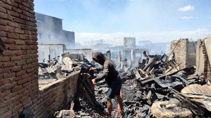 Puluhan rumah terbakar di pemukiman padat penduduk Kampung Lepping, Jl Muh Tahir, Kecamatan Tamalate, Makassar, Rabu (11/8/2021) siang.
