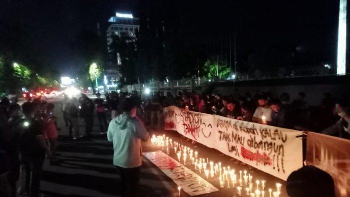 Malam Kerisauan, Suporter PSM Makassar Bakar Lilin di Monumen Mandala